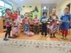 Sunkiau besiverčiančių šeimų vaikučiai gavo dovanų